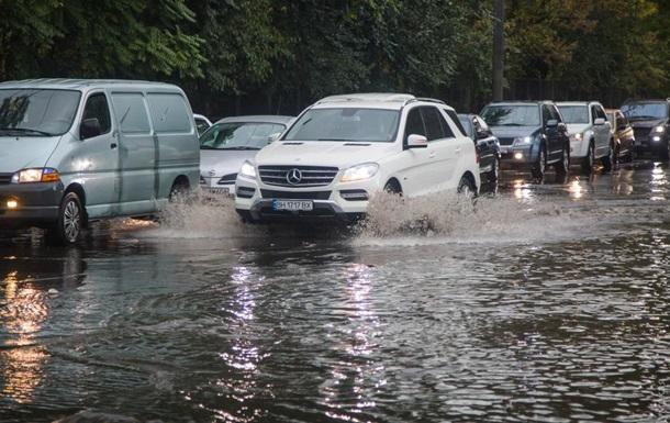 Злива за 20 хвилин затопила вулиці Одеси