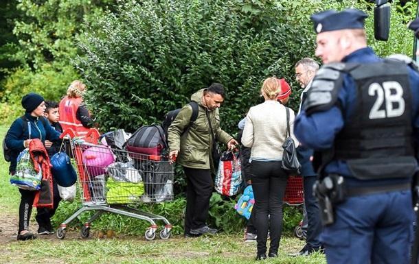 У Франції ліквідували табір мігрантів біля Дюнкерка