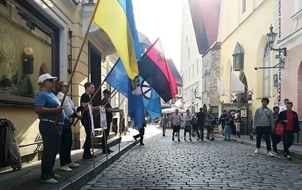 В Естонії пікетували посольство РФ на підтримку Сенцова