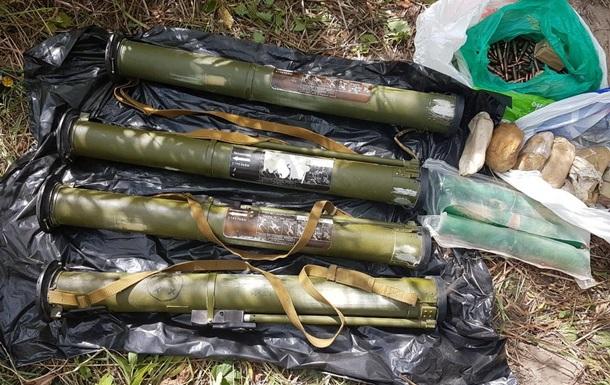 У Києві виявили тайник з гранатометами і вибухівкою