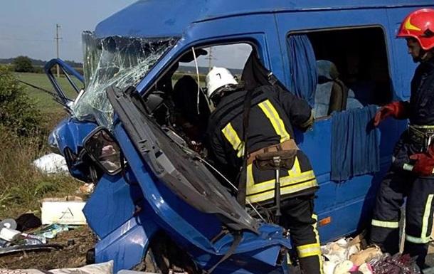 В Коломые столкнулись авто: погибли двое детей