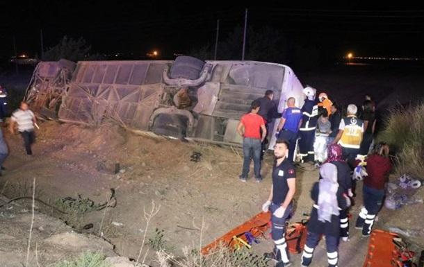 У Туреччині в ДТП з туристичним автобусом загинули шість осіб