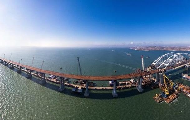 В Керченский мост врезался плавучий кран