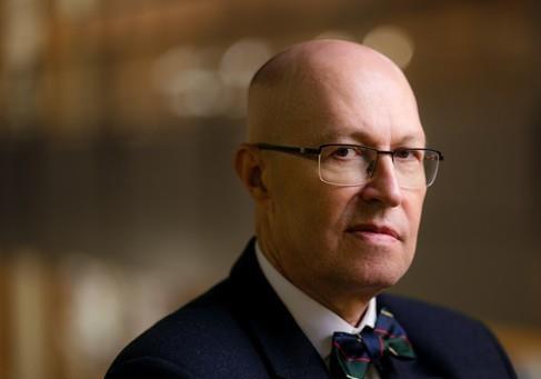 Мнение эксперта: для контроля над обществом ввести государственную идеологию