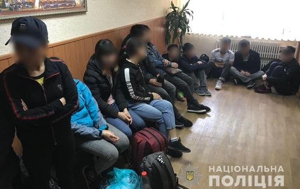 У Харкові затримали тридцять нелегалів-в єтнамців