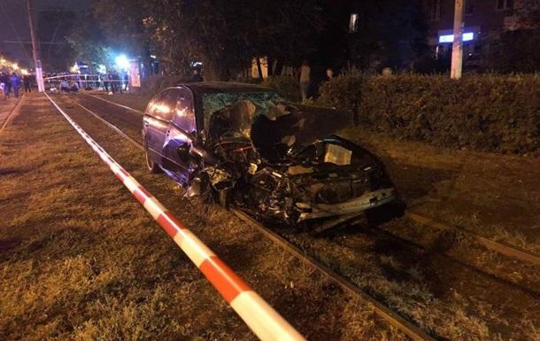 В Одессе BMW въехал в остановку, трое погибших