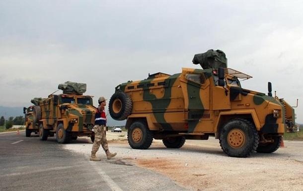 Туреччина перекидає бронетехніку до кордону із Сирією