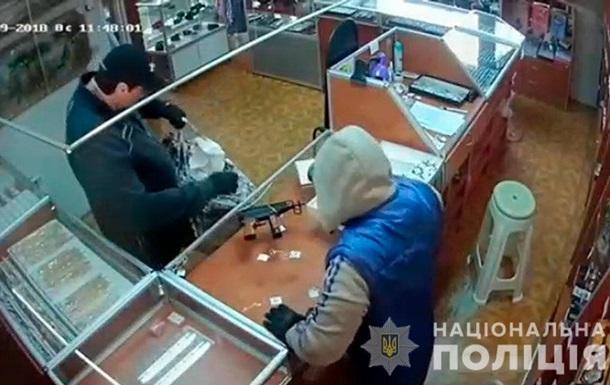 У Чернівецькій області пограбували ювелірний магазин