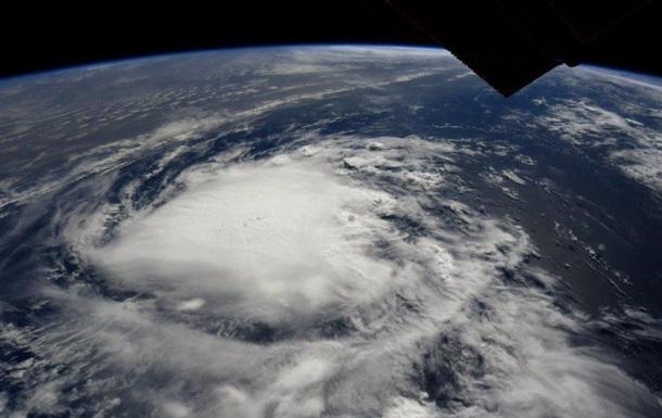 В США объявили режим ЧП из-за урагана, началась эвакуация