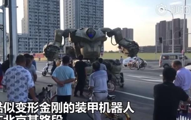 Китаєць створив гігантський бойовий робот-танк