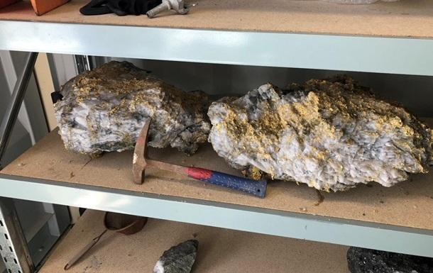 В Австралії виявили величезні золоті самородки