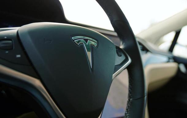 Хакеры взломали защиту Tesla за несколько секунд