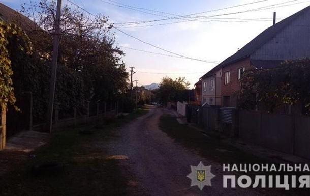 На Закарпатье копы 15 часов вели переговоры с мужчиной, стрелявшим по людям