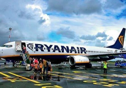 Первые итоги осени: рейс Ryanair и Порошенко в экономклассе