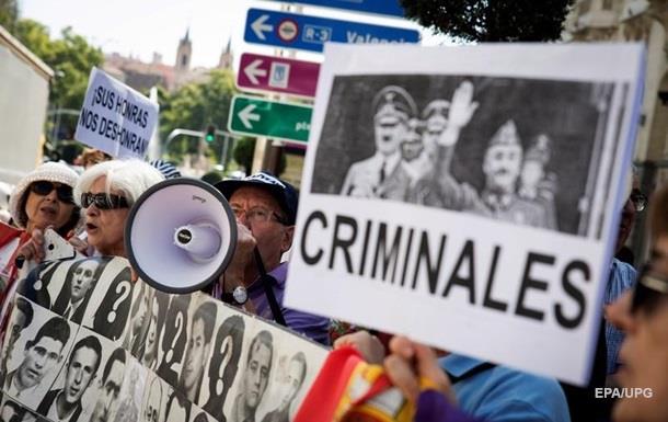 Парламент Іспанії ухвалив рішення перепоховати останки Франко