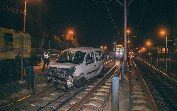 В Киеве таксист с пассажиром врезался в маршрутку