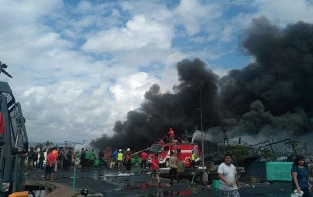В Индонезии десять человек погибли из-за пожара на корабле