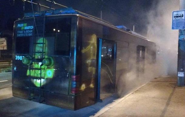 У Києві на ходу загорівся тролейбус