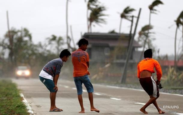 Жертвами тайфуна на Филиппинах стали 28 человек