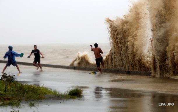 Число жертв тайфуна на Филиппинах достигло 49 человек