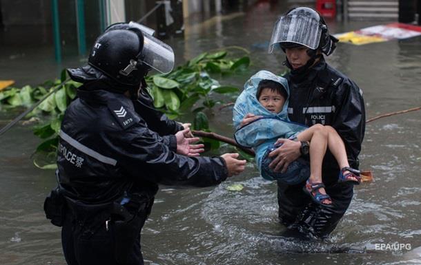 Супертайфун в Гонконзі: понад 350 постраждалих