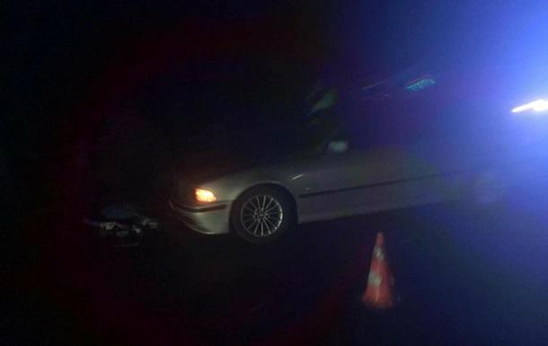 На Прикарпатті автомобіль переїхав чоловіка, що лежав на дорозі