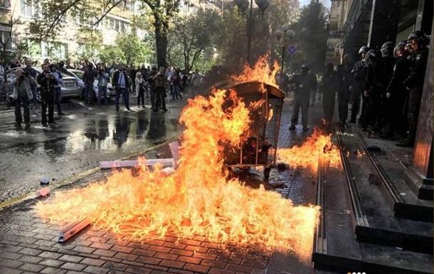 ГПУ забросали камнями, пострадали семь полицейских
