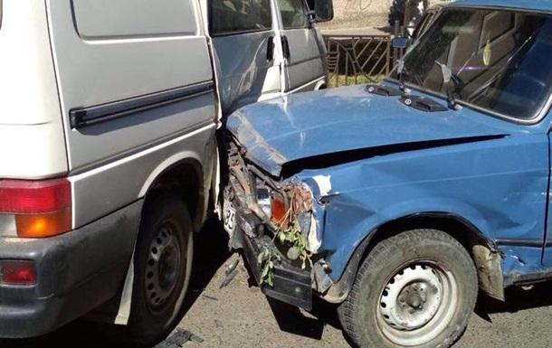 П яний водій у Чернівцях влаштував зіткнення десяти авто