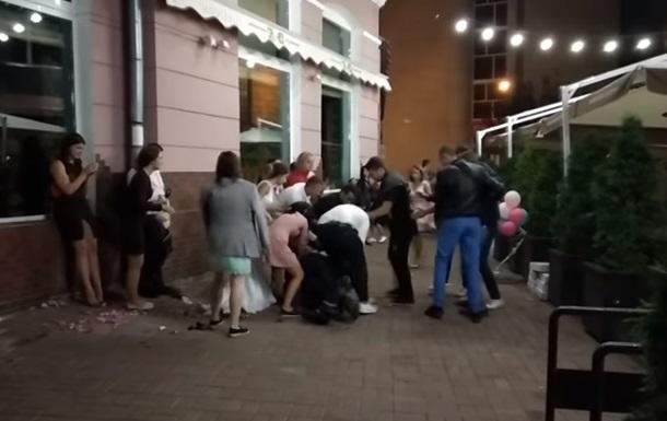 Драку гостей на свадьбе сняли на видео