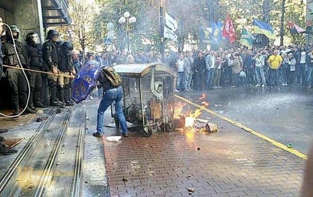В Киеве полиция в поисках пикетчиков из-под ГПУ окружила здание