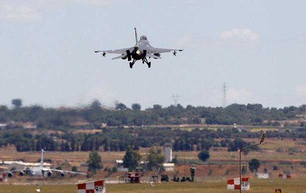 Пропавший российский самолет сбили ПВО Сирии – США