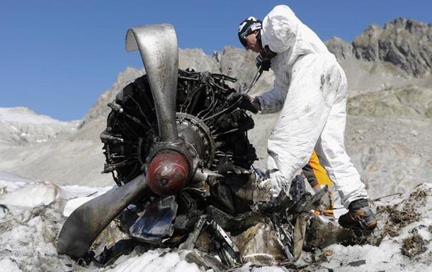 В Альпах збирають уламки літака після аварійної посадки 72 роки тому
