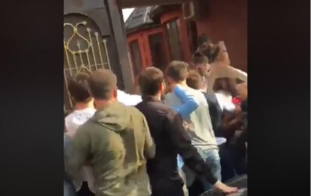 Массовую драку на чеченской свадьбе сняли на видео