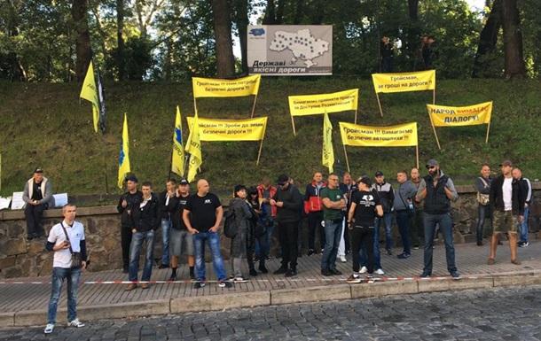 Под Кабмином протестуют владельцы  евроблях