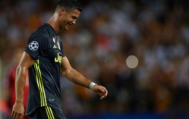 Роналду впервые получил красную карточку в Лиге чемпионов