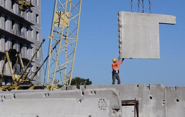В Одесской области на рабочего упала бетонная плита
