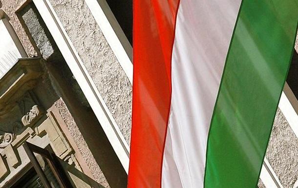 Тайные паспорта: Венгрию несет по всем фронтам