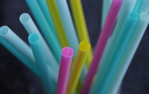 У Каліфорнії обмежили використання пластикових соломинок