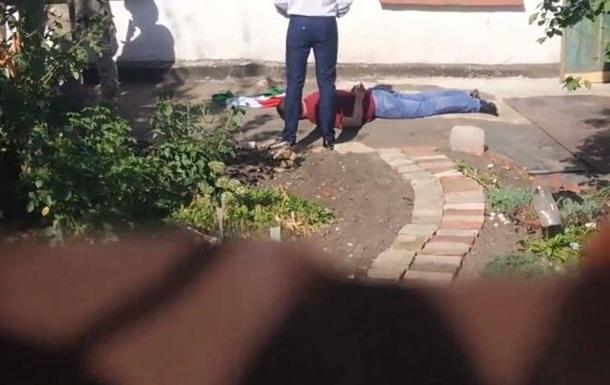 Появилось видео задержания закарпатца с венгерским флагом