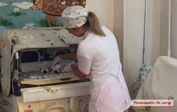 До лікарні в Миколаївській області підкинули коробку з немовлям