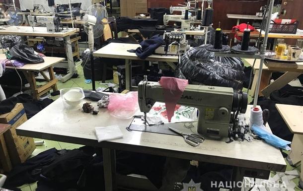 У центрі Одеси знайшли підпільний цех з пошиття  брендового  одягу