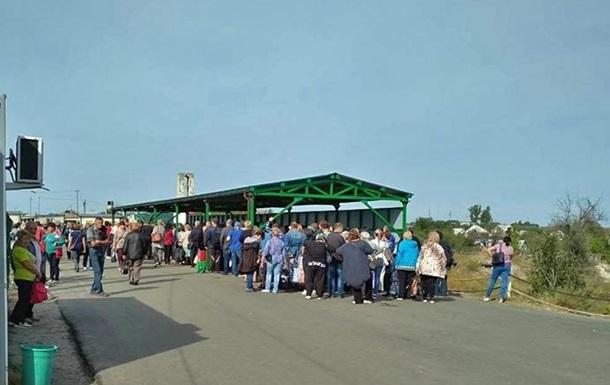 У пункті пропуску Станиця Луганська натовп затоптав пенсіонерку