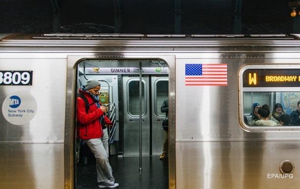 В метро Нью-Йорка обрушился потолок