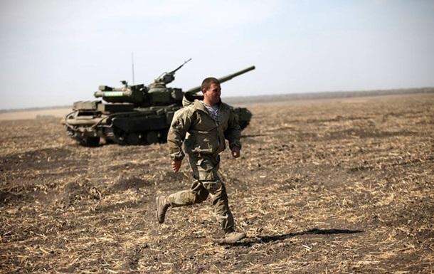За добу на Донбасі поранено трьох військових