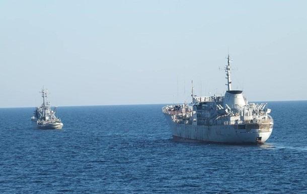 Київ направив два кораблі ВМС в Азовське море