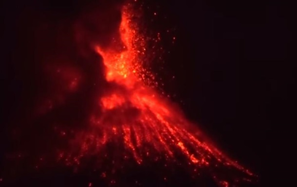 В Индонезии началось извержение вулкана Кракатау