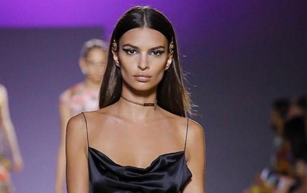 Ратаковскі підкорила Мережу сукнею від Versace