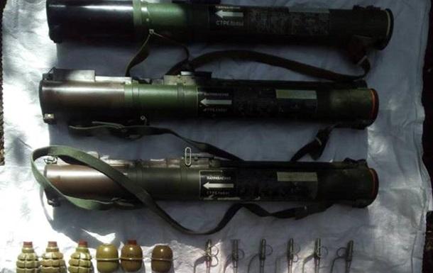 В Луганской области обнаружили тайник с оружием