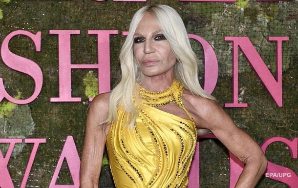 Американцы купили акции модного дома Versace