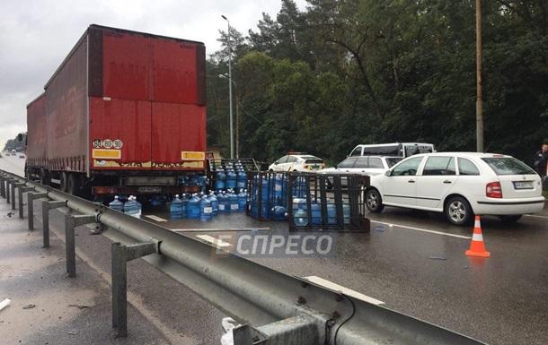 На въезде в Киев образовалась пробка из-за аварии